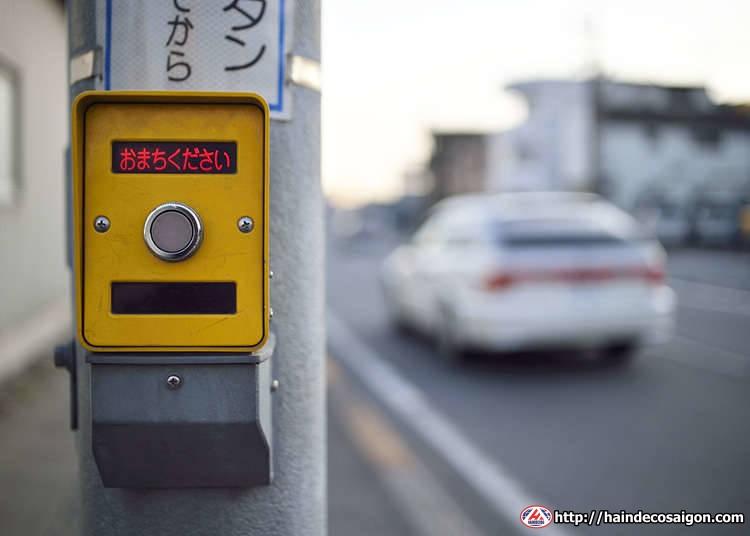 Đèn giao thông có nút ấn tại Nhật